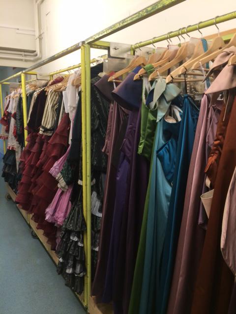 《こうもり》で使用されるドレスの数々。準備OK!