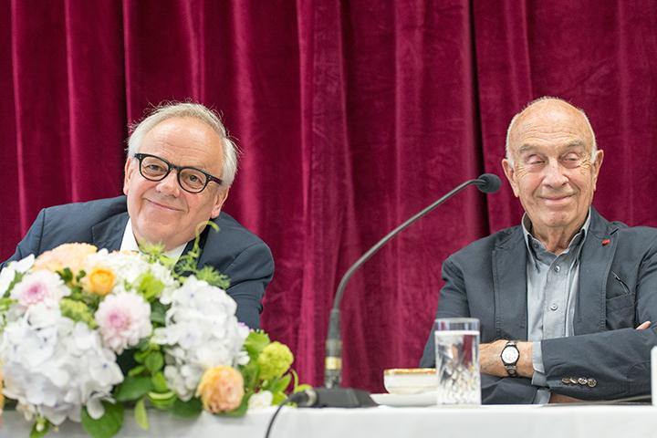 左から)ロベルト・マイヤー総裁、ルドルフ・ビーブル
