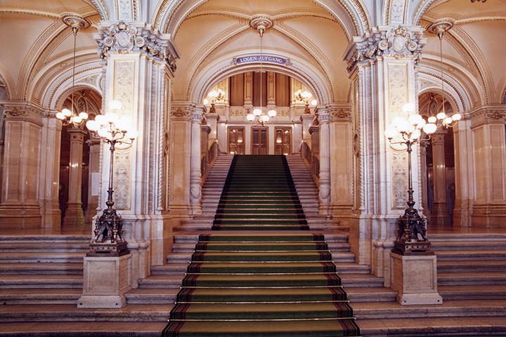 美しく豪華な内観 Photo: Wiener Staatsoper / Axel Zeininger