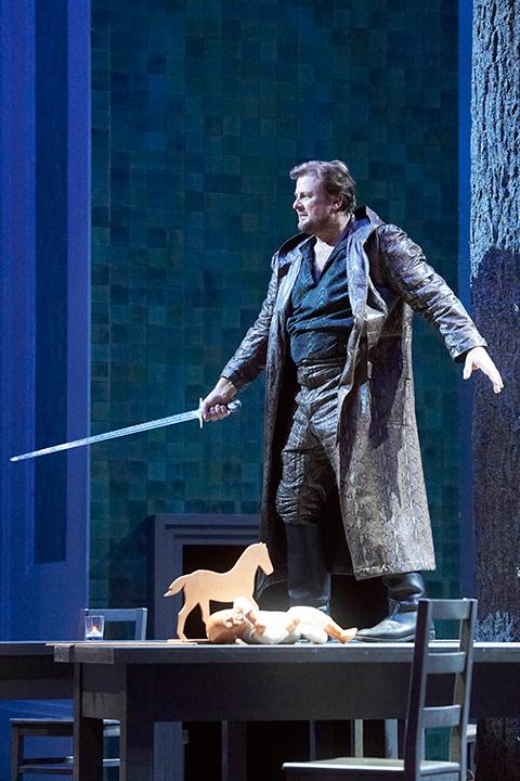 ヴェントリス演じるジークムント Photo:Wiener Staatsoper / Michael Poehn