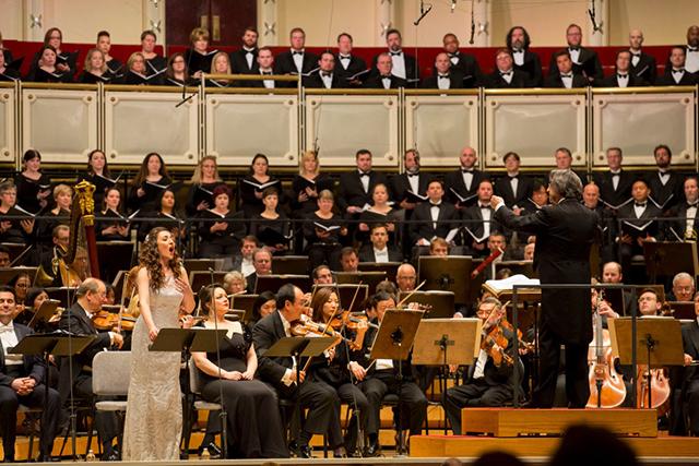 ムーティ指揮シカゴ交響楽団 演奏会形式《ファルスタッフ》でナンネッタを歌うフェオーラ Photo:Todd Rosenberg