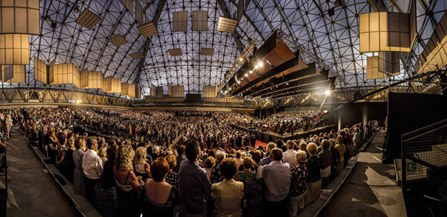 4000人の客席が埋め尽くされた「友情の道」コンサート Photo by Silvia Lelli