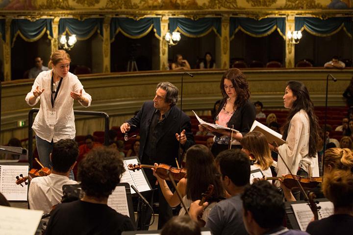 イタリアン・オペラ・アカデミーでのマエストロ Photo:Silvia-Lelli