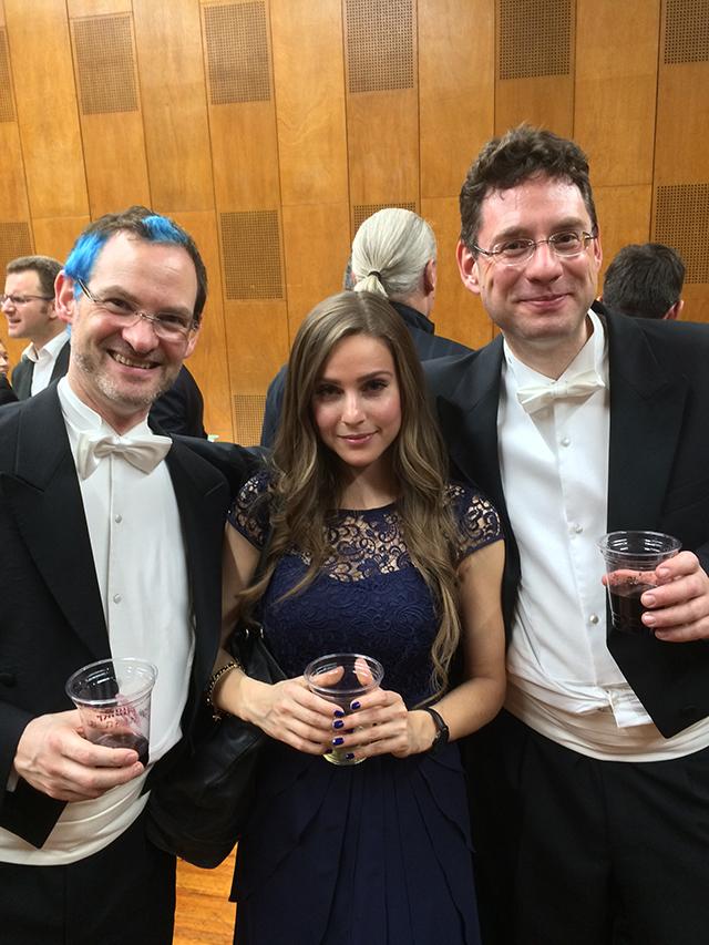 音楽部長のトーマス・ラウスマン(右)、ブルーのメッシュ・ヘアーがお洒落なピアニストのイェンドリク・スプリンガー(左)