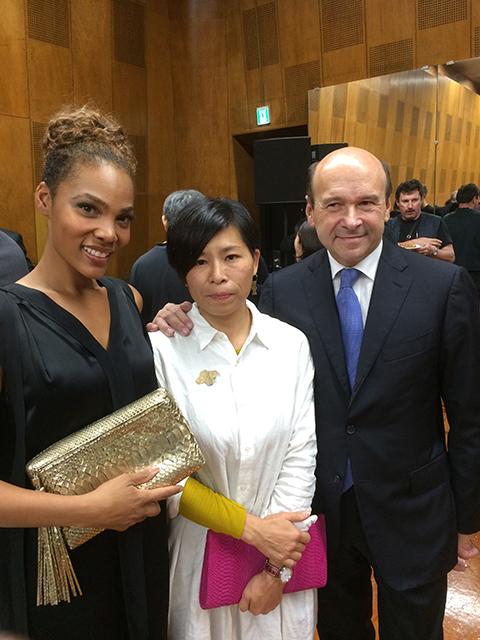 山びこ役のローレン・ミシェル(左)はマイヤー総裁(右)のお墨付き!