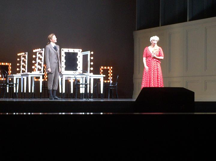 作曲家役のハウツィールは、ウィーンで10月16日に新演出初演の《アルミード》に19日まで出演してからの来日となりました。すらりとした長身、純粋な青年にぴったり!