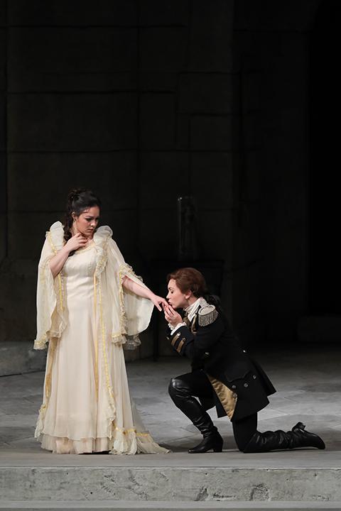 エレオノーラ・ブラット(伯爵夫人)とマルガリータ・グリシュコヴァ(ケルビーノ) Photo:Kiyonori Hasegawa