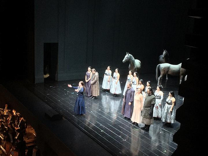 一際大きく長い拍手を贈られたブリュンヒルデ役のニーナ・シュテンメ