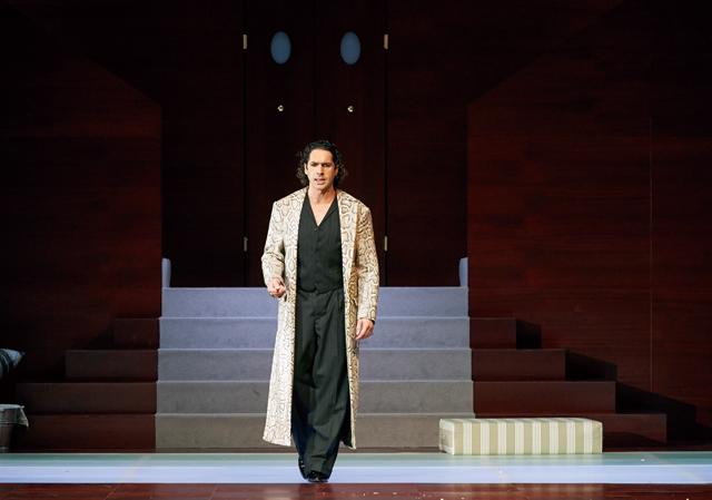 2014年ザルツブルク音楽祭《ドン・ジョヴァンニ》でタイトル・ロールを演じるダルカンジェロ Photo:Salzburger Festspiele / Michael Poehn