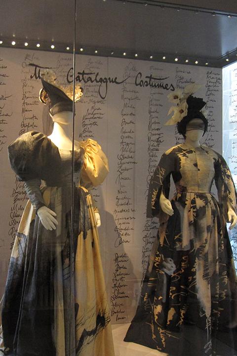 レポレロの〈カタログの歌〉に歌われる女性たちをイメージした衣裳