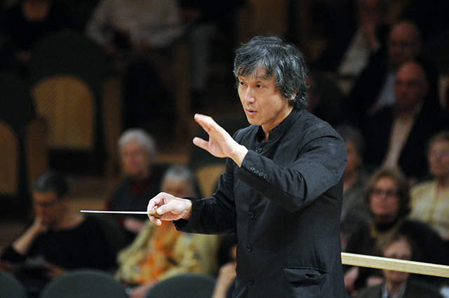 バルセロナ交響楽団を指揮する大野和士