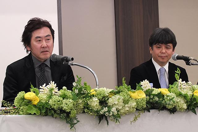 授賞式にて。左)猿谷紀郎、右)細川俊夫