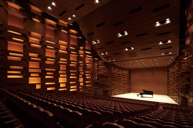 ホール内観 客席からステージを望む