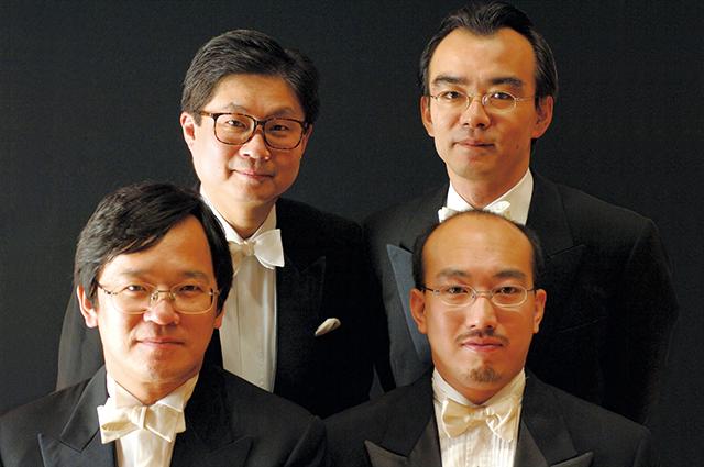後列左から:小野富士(ヴィオラ)、藤森亮一(チェロ) 前列左から:荒井英治、戸澤哲夫(共にヴァイオリン)