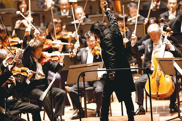今年3月のニューヨーク公演で熱演を繰り広げる 大植英次&東京フィルハーモニー交響楽団  (C)Mayumi Nashida