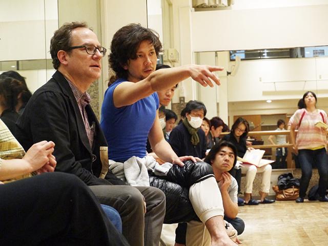 左:ダニエル・オストリング(舞台美術デザイン)、右: 熊川哲也