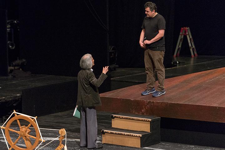 休憩中も打合せに余念のない飯守泰次郎オペラ芸術監督(左)とマティアス・フォン・シュテークマン(右)