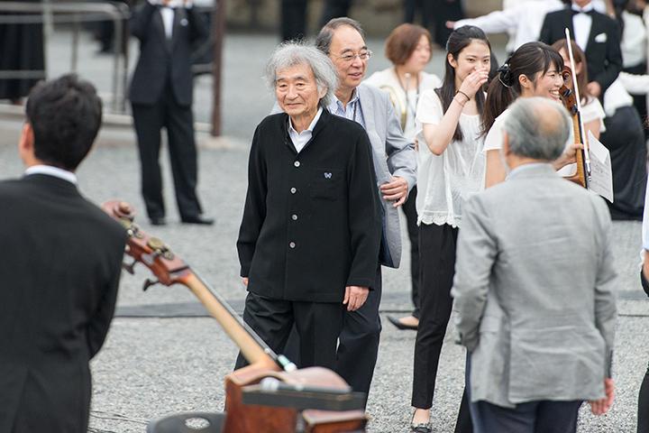 音楽塾の講師たちも京都入り。小澤征爾の右奥に原田禎夫(チェロ)