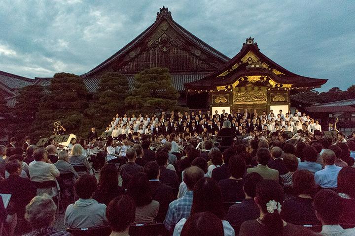 元離宮二条城の二の丸御殿前で行われた特別演奏会
