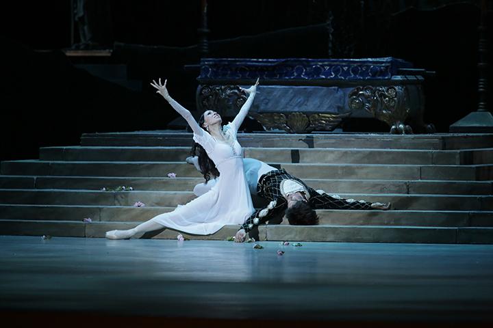 『ロミオとジュリエット』より C) N.Razina