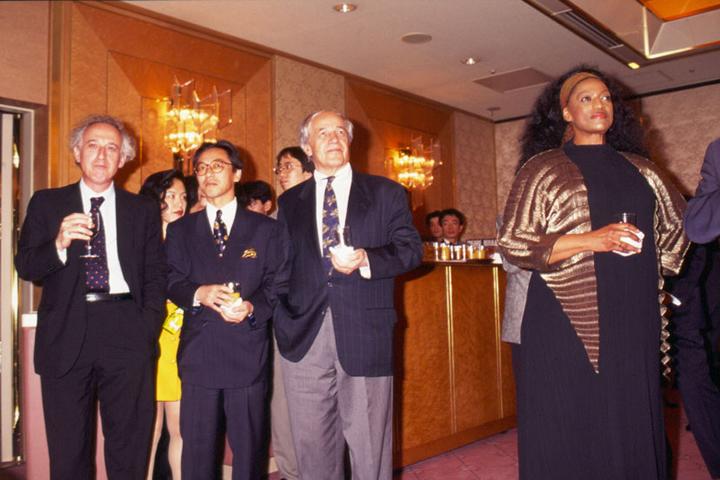 ピエール・ブーレーズ・フェスティバル in 東京 1995でのパーティの様子。 前列左より)マウリツィオ・ポリーニ、梶本眞秀、ピエール・ブーレーズ、ジェシー・ノーマン  写真提供:KAJIMOTO