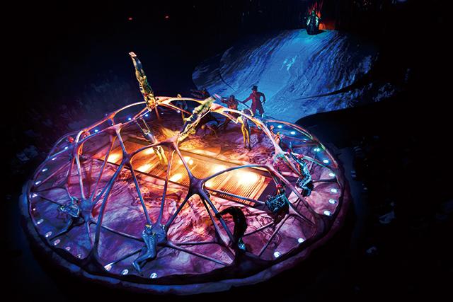 Photo:OSA Images Costumes: Kym Barrett  © 2010 Cirque du Soleil