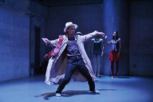 『日本国憲法を踊る』より 写真:伊藤 孝