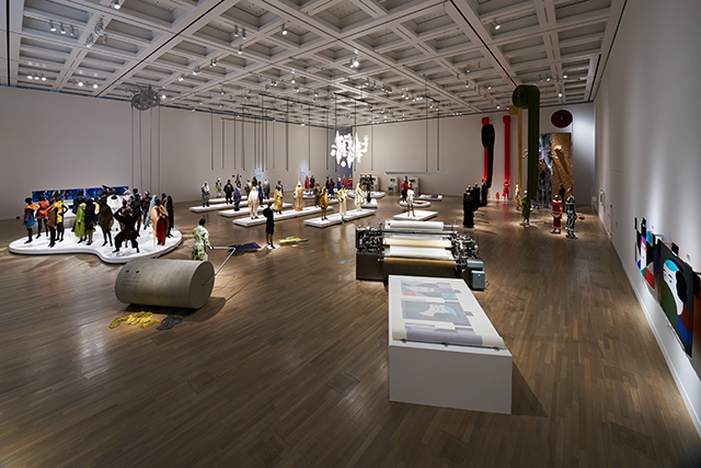 《ルームC》 国立新美術館「MIYAKE ISSEY展: 三宅一生の仕事」 展示風景 撮影:吉村昌也