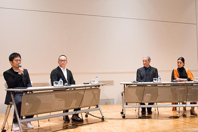 左より:吉岡徳仁(デザイナー)、佐藤 卓(グラフィックデザイナー)、 三宅一生、北村みどり(株式会社三宅デザイン事務所 代表取締役社長)