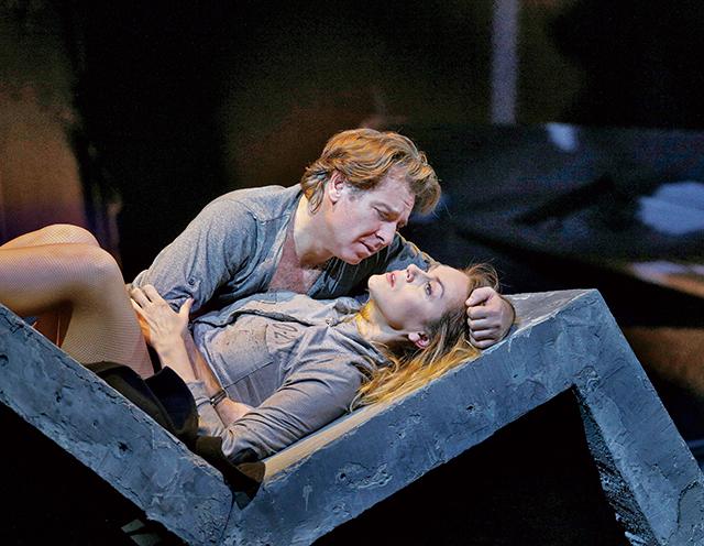 《マノン・レスコー》クリスティーヌ・オポライス(マノン)ロベルト・アラーニャ(デ・グリュー) ©Ken Howard / Metropolitan Opera