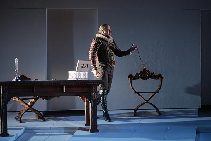 コルセッティ演出《ドン・カルロ》/E.ニキーチン(フィリッポⅡ) C)N.Razina