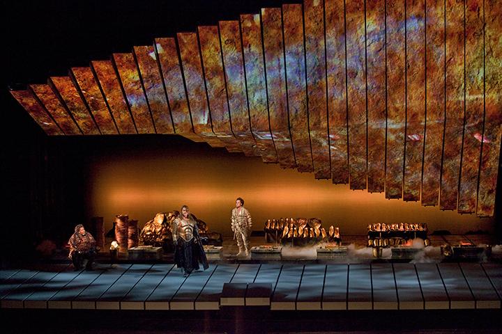 《ラインの黄金》 (C)Ken-Howard/Metropolitan-Opera