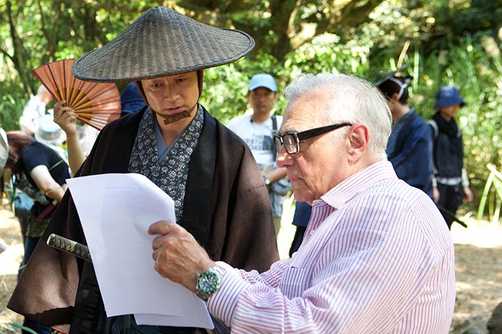 マーティン・スコセッシ。『沈黙』(2016年公開予定)の撮影現場で浅野忠信と Scorsese with Tadanobu Asano on the set of Silence (2016) Courtesy of Sikelia Productions