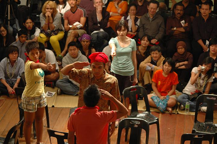 『10月作戦』2008年 Operasi Oktober, 2008 Part of the Emergency Festival Courtesy of Five Arts Centre