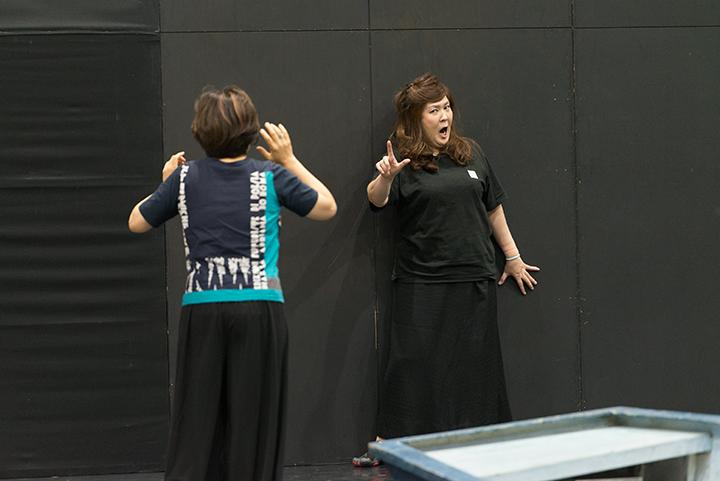 右)イゾルデ:横山恵子