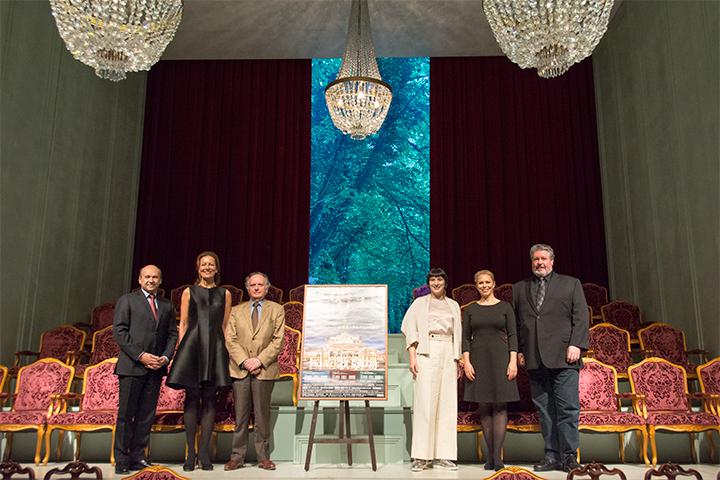 左より)ドミニク・マイヤー(ウィーン国立歌劇場 総裁)、ステファニー・ハウツィール、マレク・ヤノフスキ グン=ブリット・バークミン、ダニエラ・ファリー、ステファン・グールド