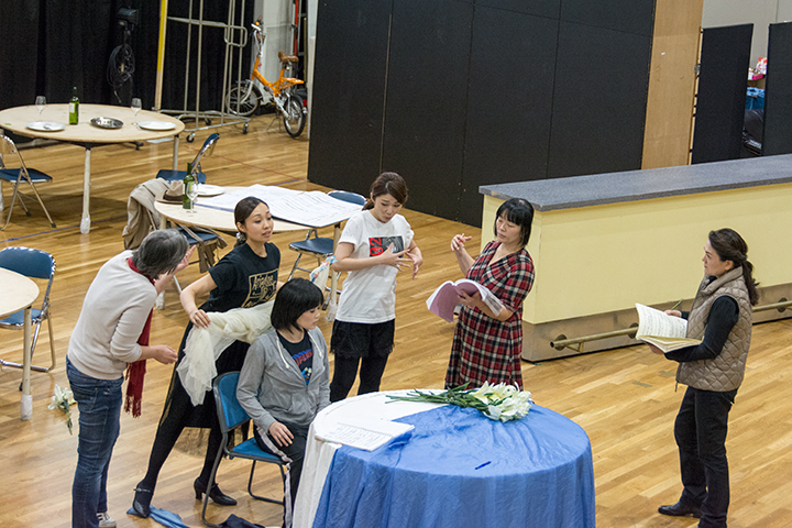 左より)カロリーネ・グルーバー、清野友香莉(ツェルビネッタ)、杉山由紀(作曲家)、髙橋維(ツェルビネッタ)、 太田麻衣子(演出助手)、白理香(作曲家)