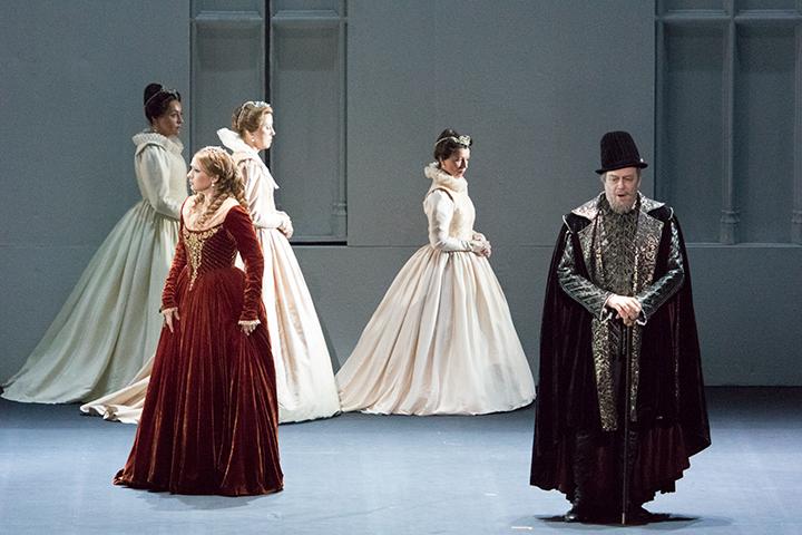 左)エリザベッタ:ヴィクトリア・ヤストレボヴァ 右)フィリッポ2世:フェルッチョ・フルラネット