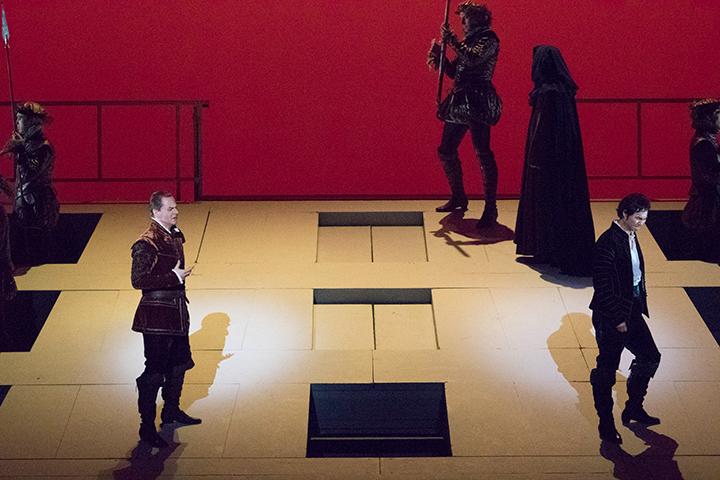 左)ロドリーゴ:アレクセイ・マルコフ 右)ドン・カルロ: ヨンフン・リー